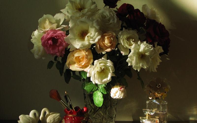 великолепные фотонатюрморты с розами занималась