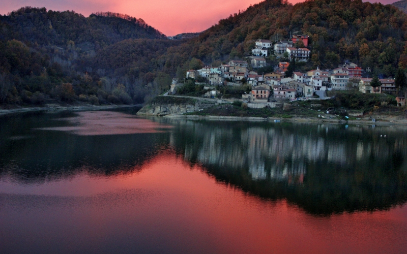 rieti, italy, village, town, buildings, architecture, sky, clouds, lake, water, reflections, mountains, sunset, fall, autumn, forest, trees, woods,