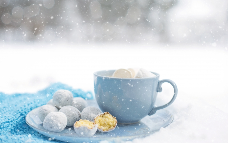 hot chocolate, cozy, winter, dessert, warm, snow, mug, donut holes, doughnut holes, tasty, warm beverage, hot cocoa, delicious, sweet,