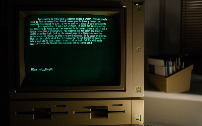 old computer, retro computer, apple IIe, text, monitor