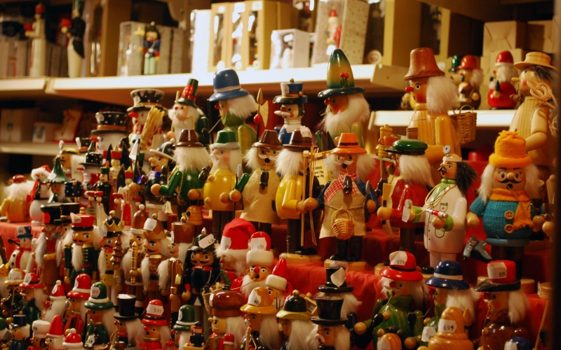 smoking man, wood, christmas, store, xmas, holidays, showcase, souvenirs