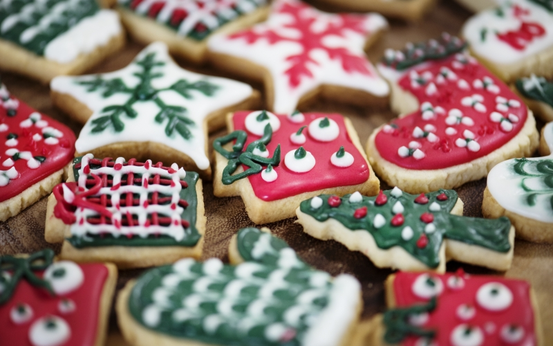 christmas, xmas, new year, holiday, yuletide, cookies, sweets, pastry, christmas cookies, decorated, red, green, sugar, dessert