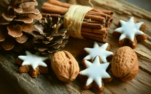 xmas, new year, cinnamon stars, cinnamon sticks, pine cones, christmas decoration, christmas, advent, christmas time, brown, christmas cookies, pastries, walnuts