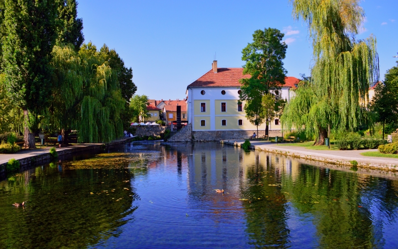 pond, lake, water, travel, tourism, old, fountain, town, houses, blue, sky, park, nature, summer, green, landscape, city, trees, garden, architecture, waterway, canal, bank, leisure, evening, channel