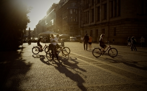 bicycles, summer, bikes, people, persons, urban, city, pedestrians, streets, road, pavement, sunset, shadows, buildings